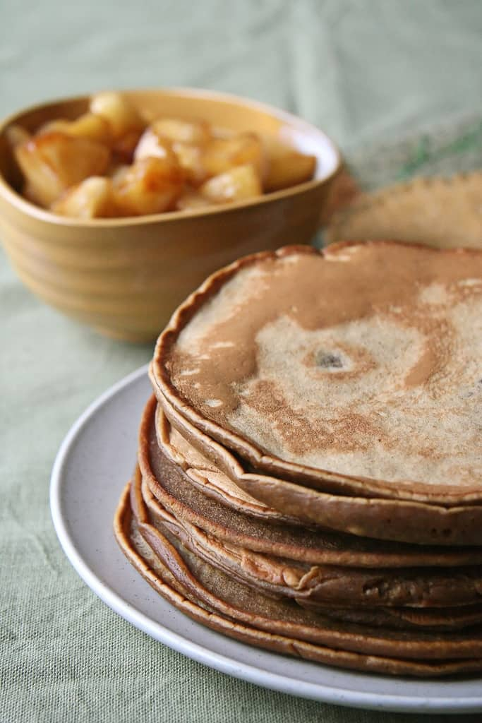 Morning Warm Up – Gingerbread Pancakes w/ Chunky Apple Compote