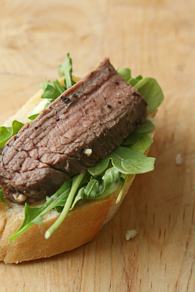 Quick and Easy – Flank Steak Crostini w/ Horseradish Aioli